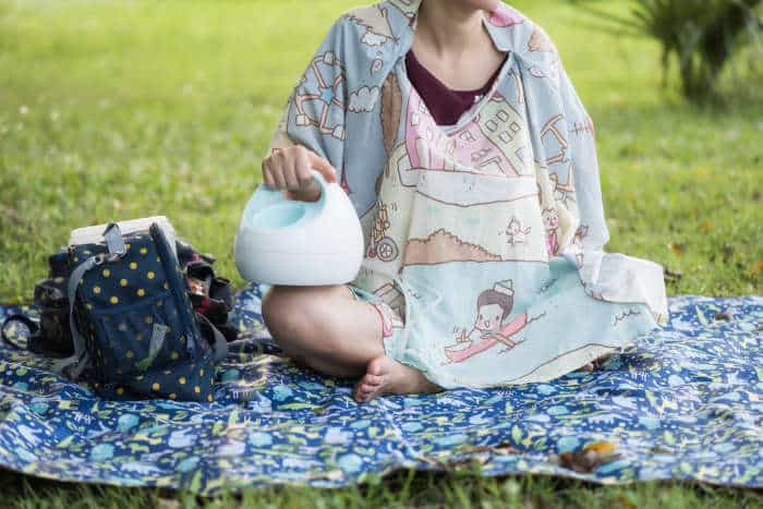woman in a part with an electric breast pump and bag